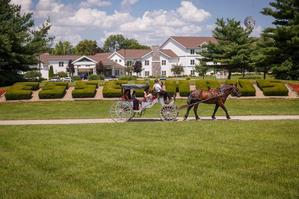 Das Dutchman Essenhaus carriage ride