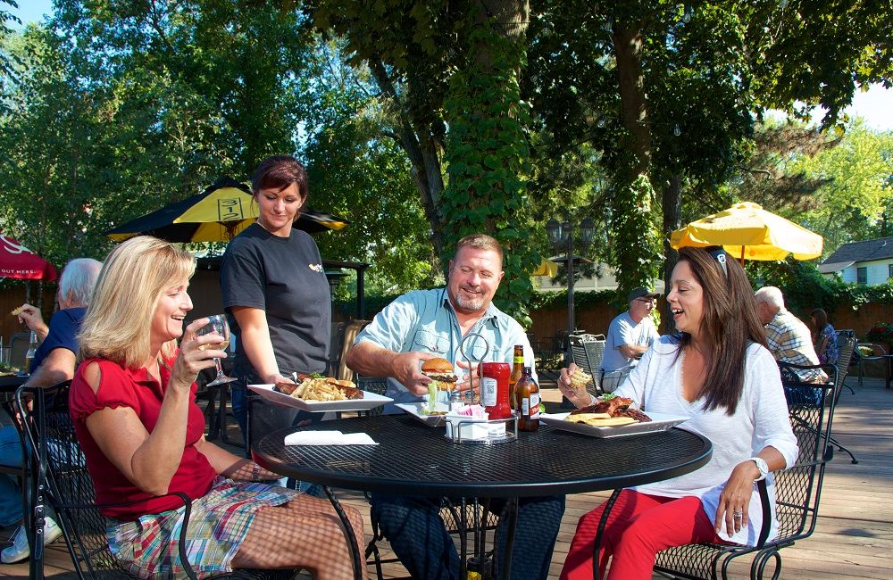Wagner's Ribs - outdoor dining
